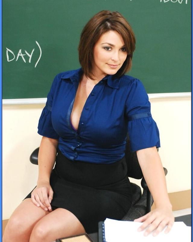Молодая училка делает минет для плохого студента