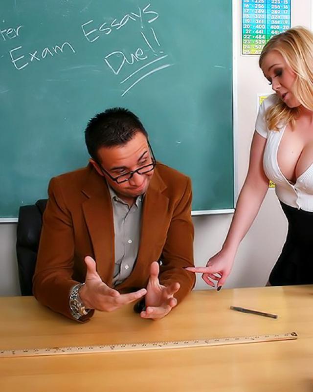 Студентка с круглыми сиськами трахается с учителем