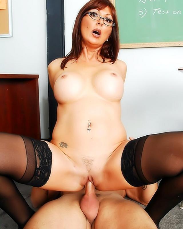 Жаркий секс в учительской