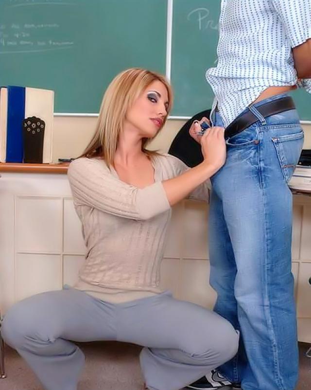 Секси училка трахается со студентом