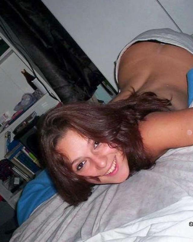 Красивые телки лежачие голенькими на кроватках