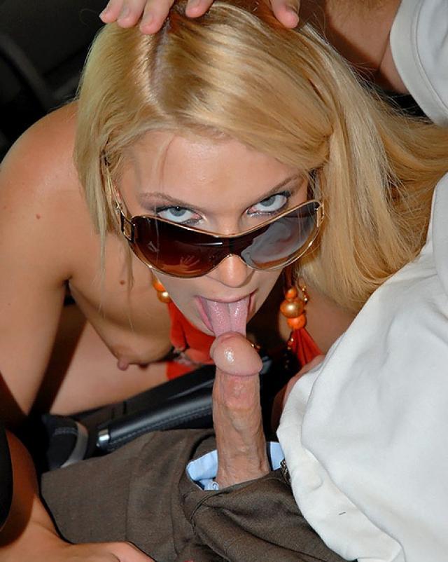 Жадная блондиночка глотнула спермы в реальном порно