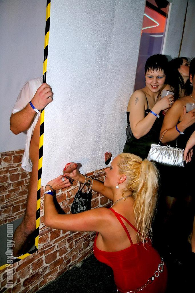 Пьяные мамаши солидно трахаются на безбожной вечеринке