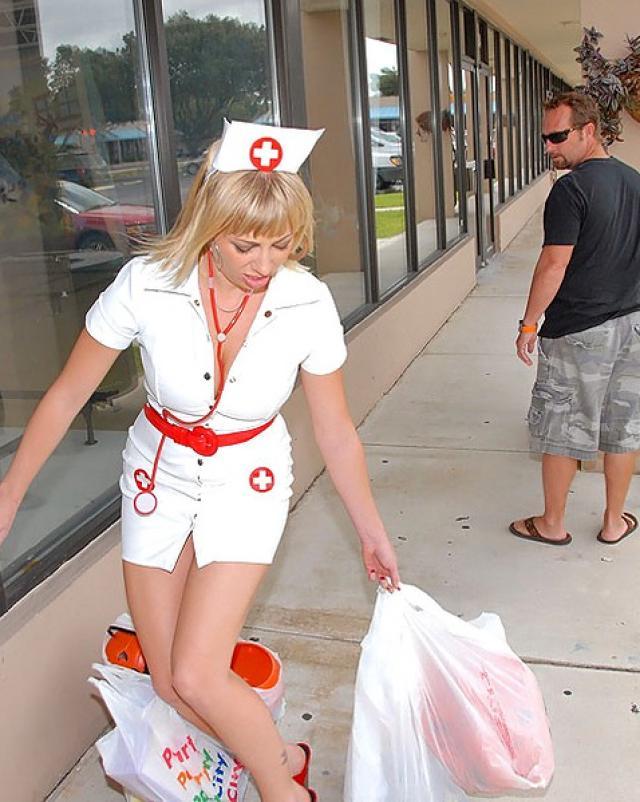 Медсестра пригласила на секс незнакомого мужчину