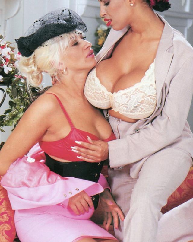 Ретро порно шикарних женщин с очень большими сиськами