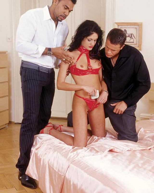 Двойное проникновение для дешевой проститутки из отеля