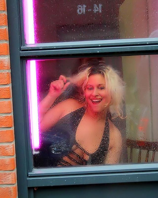 Пара сняла в Амстердаме проститутку