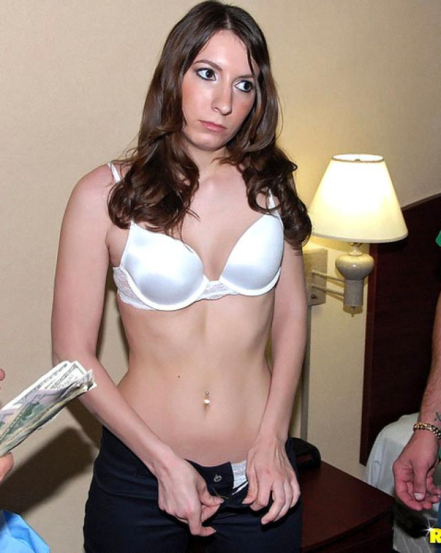 Шальная девушка обожает грубый секс да еще и за деньги