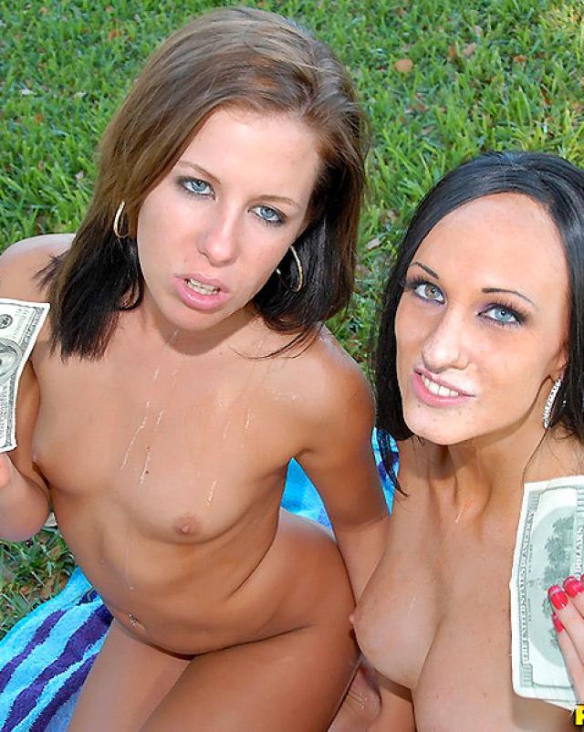 Красивые девушки получили деньги за шикарный секс