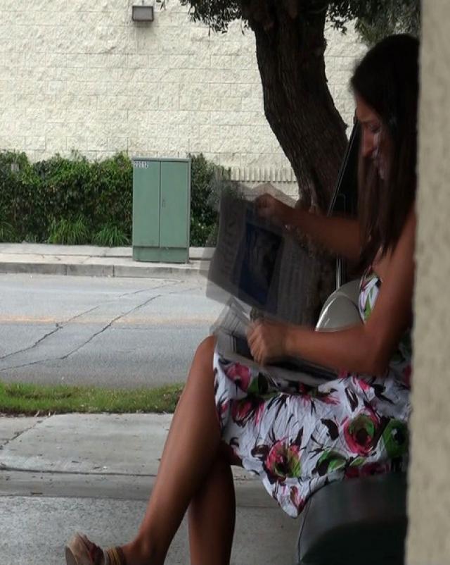 Парень кончает на лицо незнакомой девушки на улице