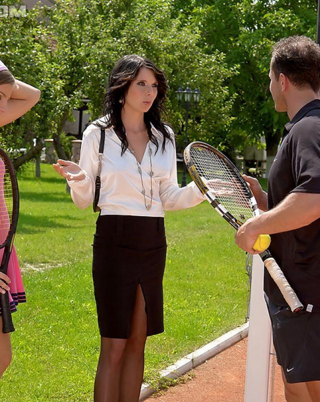 Теннисисты трахаются и пускают золотой дождь