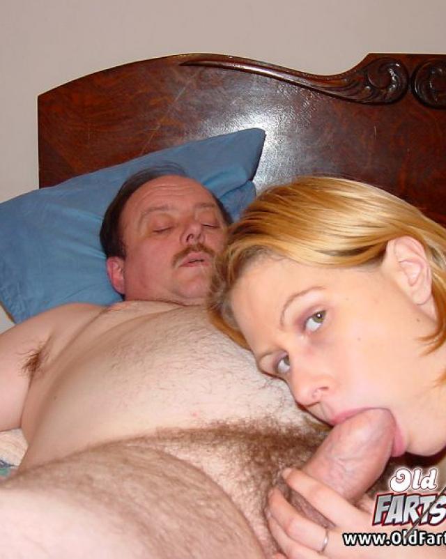 Секс ненасытного папы и его горячей дочки