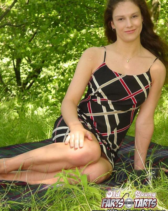 Вывез дочь в лес, что бы расслабиться по взрослому