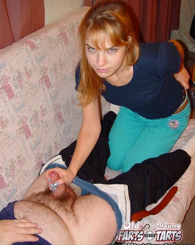 Рыжая дочь навестила больного отца и вылечила сексом