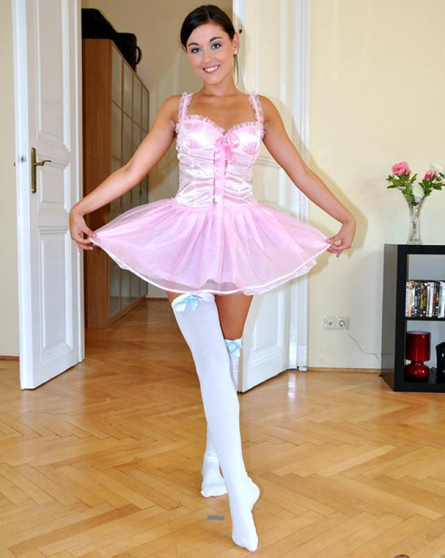 Деловой папочка трахал дочку в платье балерины