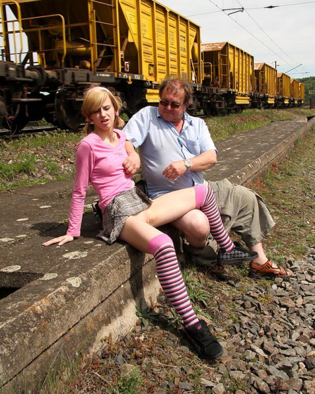 Секс фото инцест ебли на вокзале