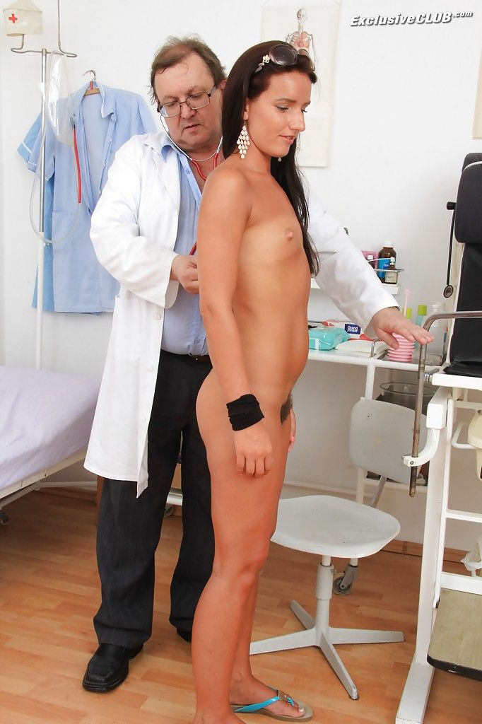 Папаша-гинеколог принудил дочку к вагинальному осмотру