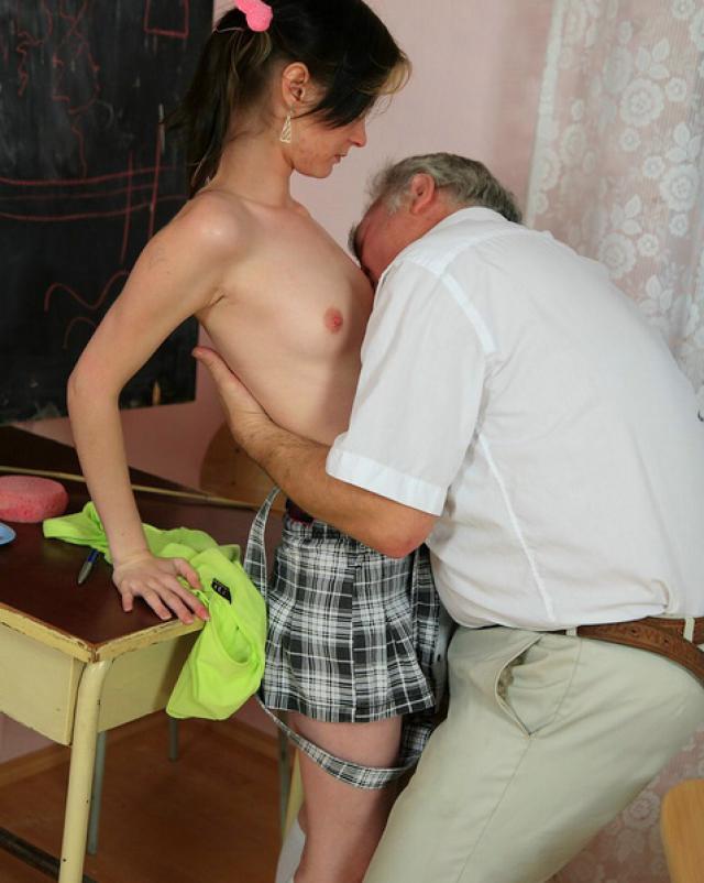 Похотливый отец вставил член в анус дочери за проступок