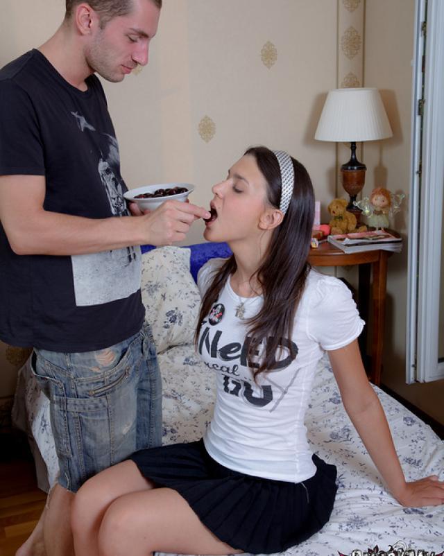 Студентка со славянской внешностью получает член в позе раком