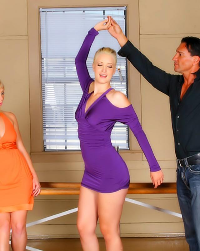 Учитель по танцам трахает двух сучек своим супер хуем