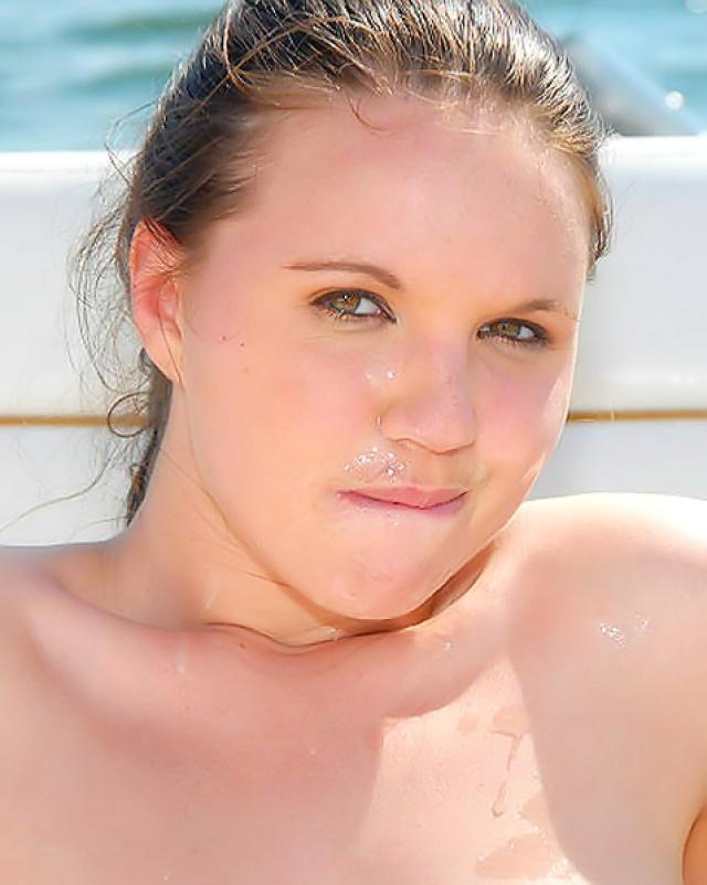 Девушка толстушка ебется на борте яхты