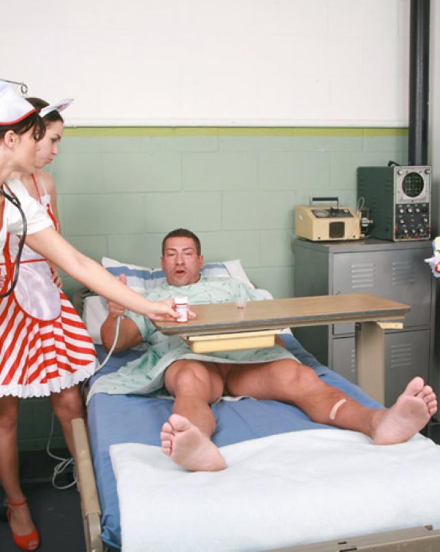 Медсестры устроили горячую групповуху в больничной палате