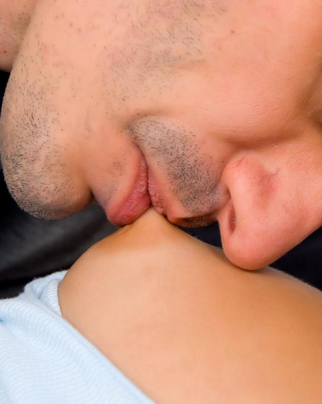 Спящая студентка подвергается вагинальной порке
