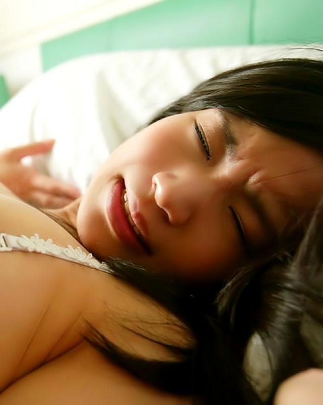 Волосатая японка трахается в волосатую дыру от первого лица
