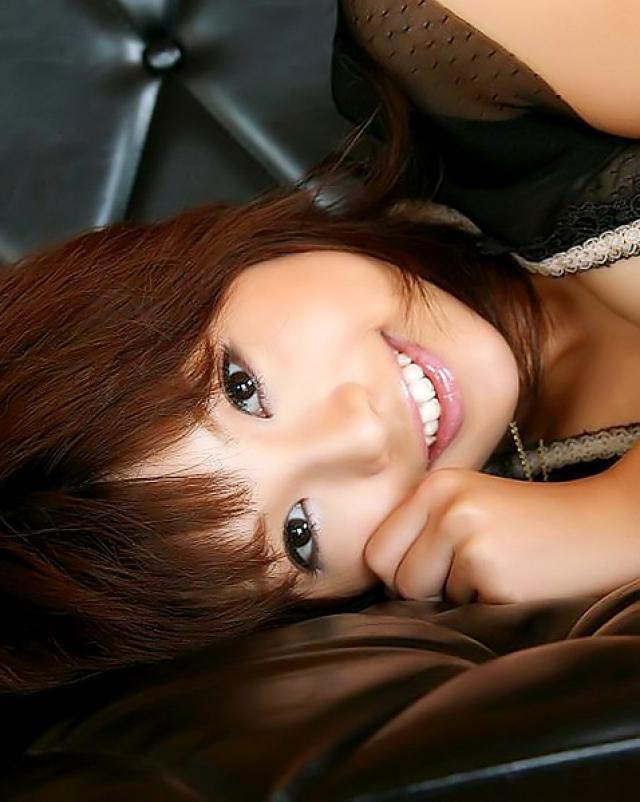 Сладкая японка светит волосатую пизду в лучших позах