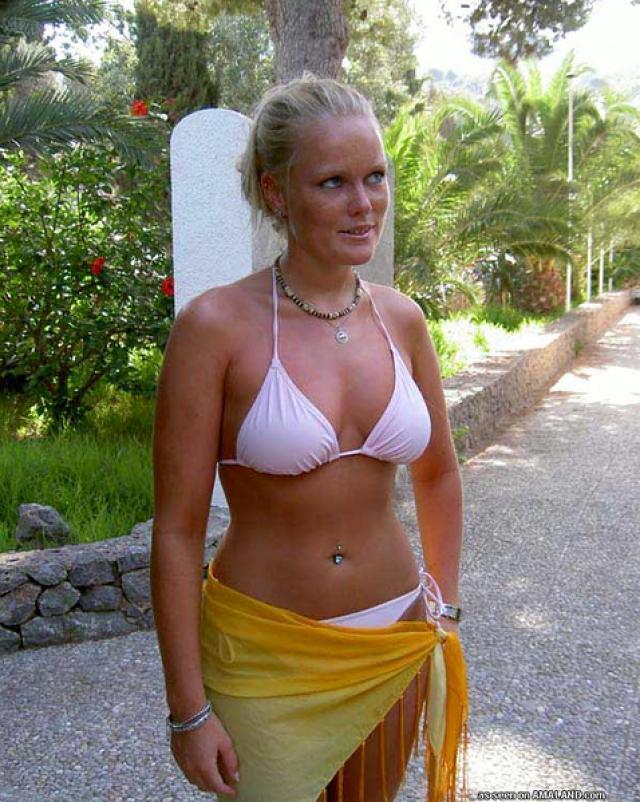 Любительские фото молодой блондинки в красивом белье