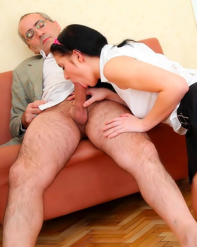 Отчим развлекается с падчерицей
