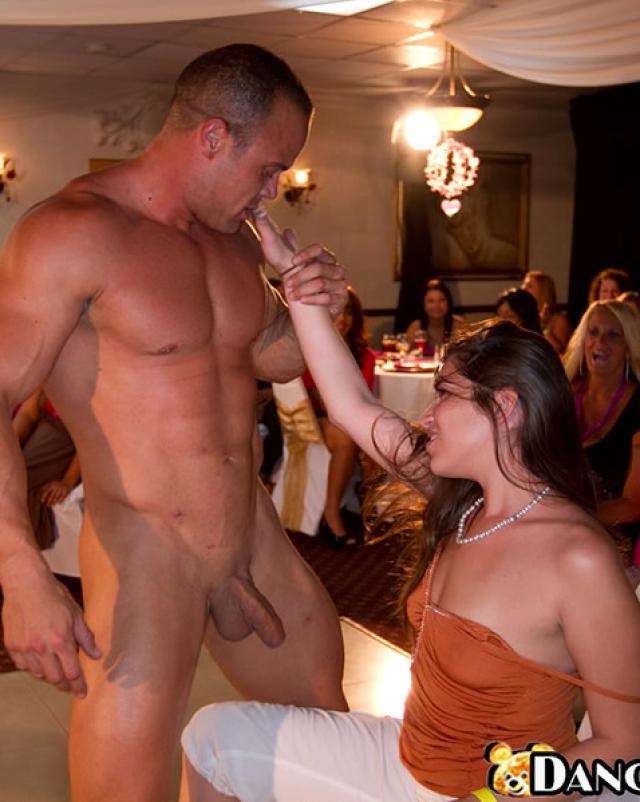 Жёсткий секс в ресторане