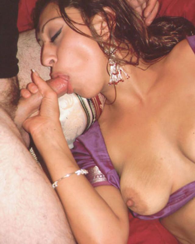 Групповой секс с молоденькой индуской