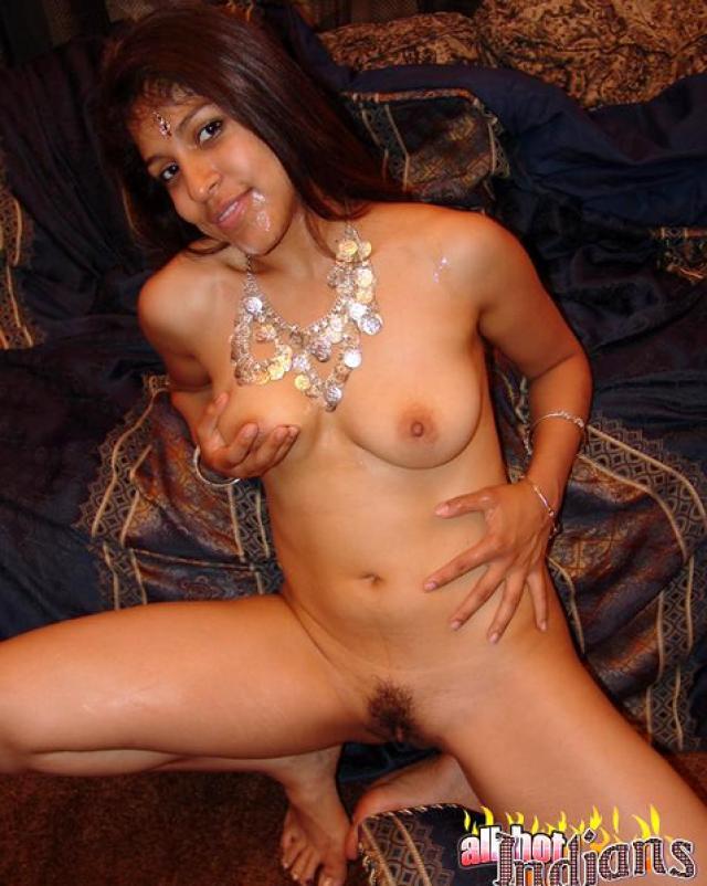 Анальный секс втроем с индусской проституткой в отеле