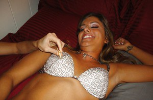 Русская телка с татуировкой согласилась на секс без презерватива