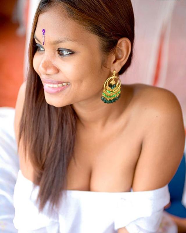 Домашняя эротика с аппетитной индианкой