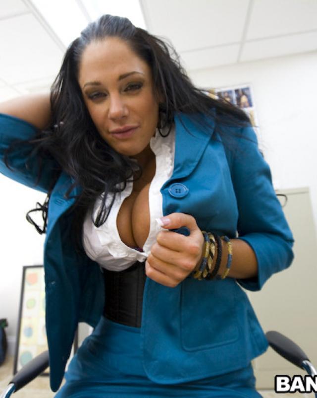 Секретарша любит глотать сперму