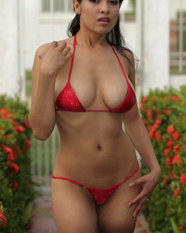 Шикарная девушка показала свое роскошное тело новому другу