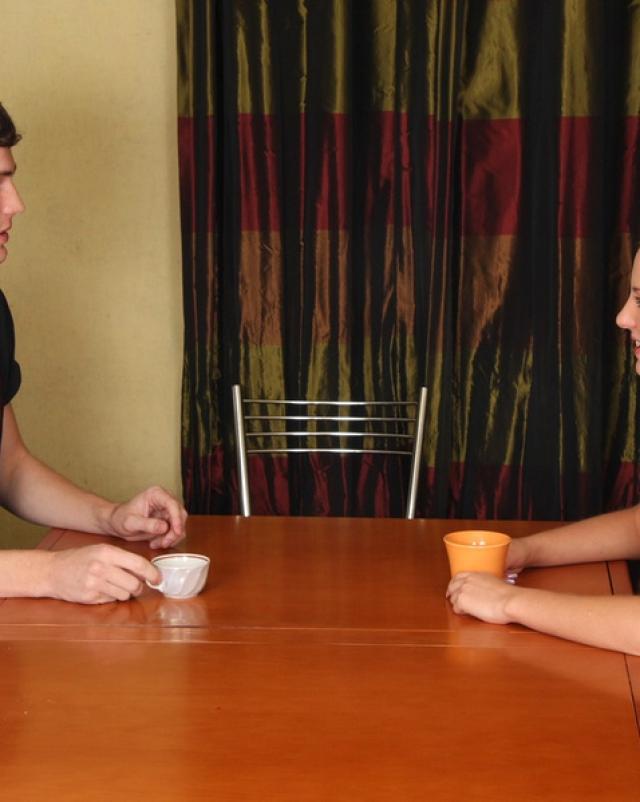 Русская студентка с милыми косичками отсосала член за чаепитием