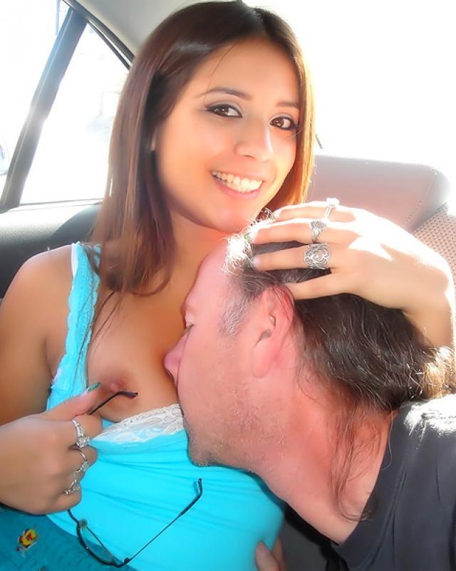 Недоумевающий дядя всадил свой член в попку горячей племянницы