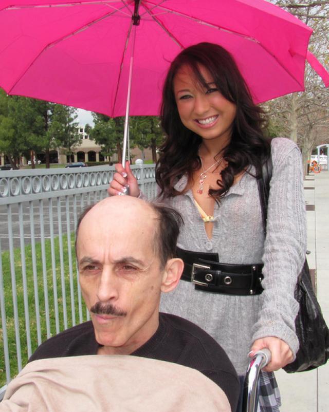 Глупая внучка развелась на домашний минет для деда