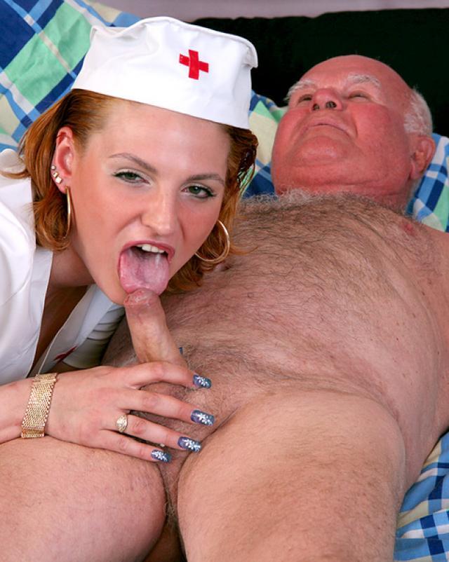 Похотливая внучка в форме медсестры кутила с дедом