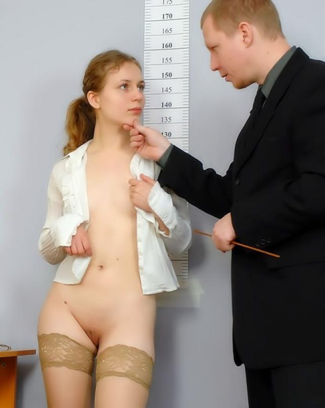 Студентка показала чулки преподам