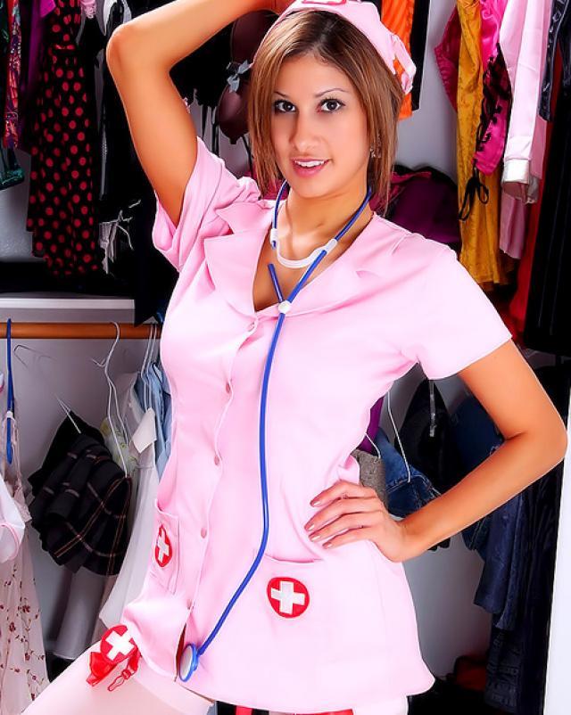 Мастурбация красивой медсестры