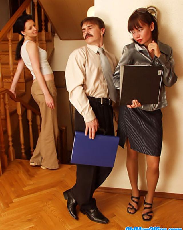 Коллеги по работе насладились друг другом до бурного оргазма
