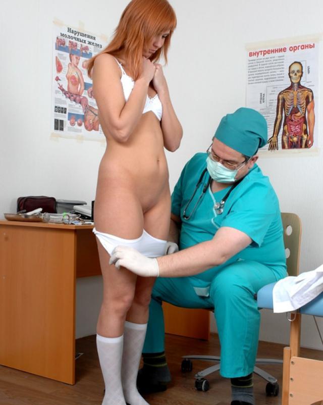 Хмурый доктор осмотрел голое тельце рыжей студентки