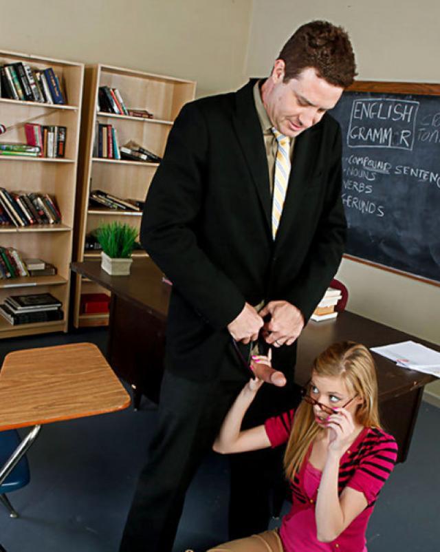 Учитель решил трахнуть свою покорную студентку