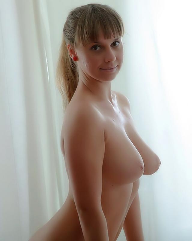 Русская деваха с большими сиськами потрахалась с массажистом