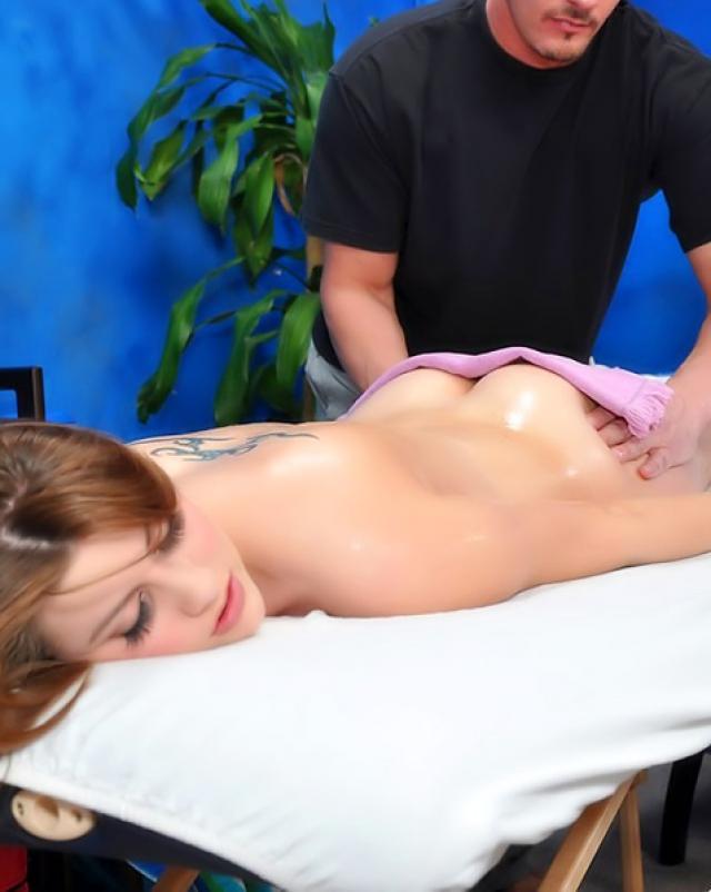 Красивая телка нормально сосала член на взрослом массаже