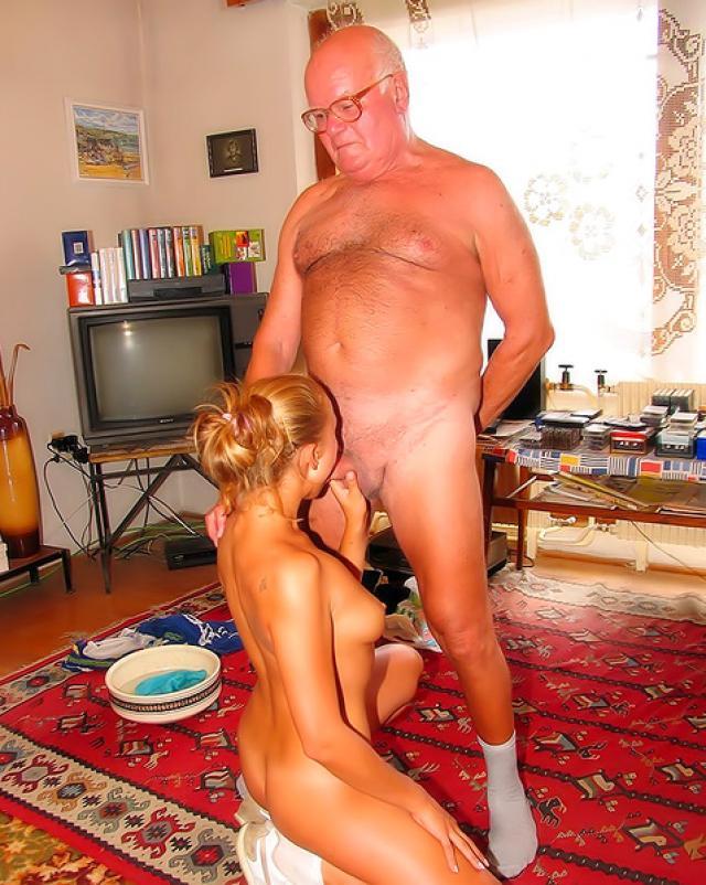 80-ти летний дед шалит с молодой блондинкой